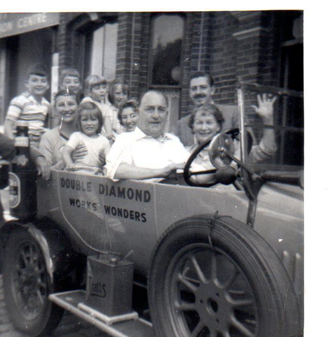 Jimmy Plant, his wife Elaine and daughters Pamela and Gay, with the grandchildren, circa 1962